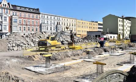 Centrum przesiadkowe Opole Główne. Prace mocno wyhamowały, ale ratusz przekonuje, że wykonawca nie zszedł z placu budowy.