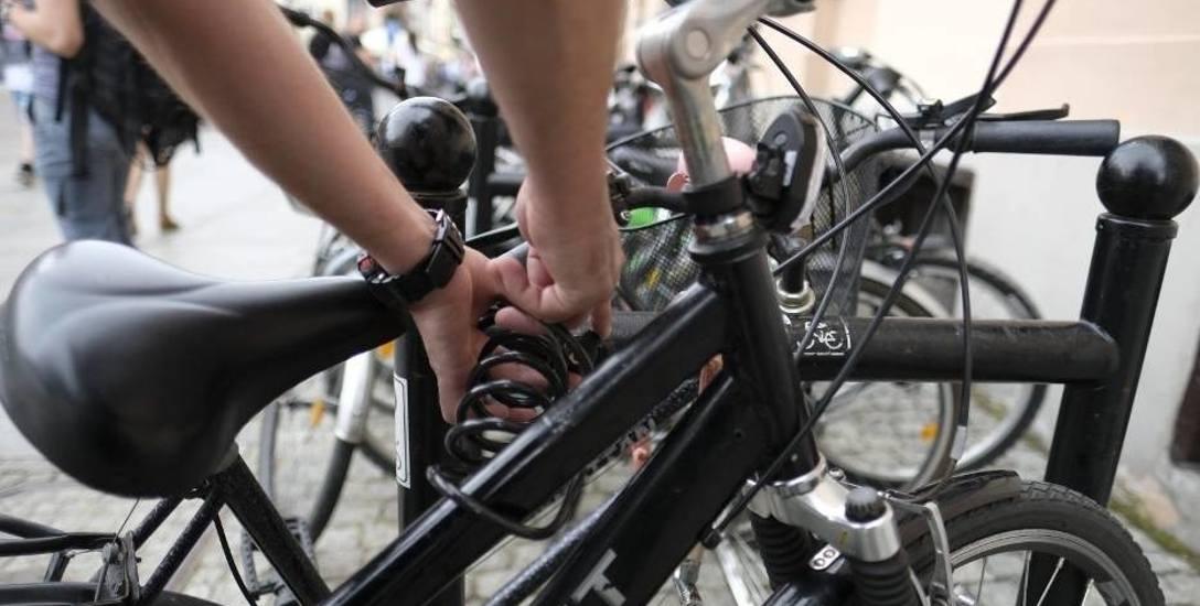 Pracownicy chojnickiego starostwa, dojeżdżający do pracy rowerem, będą mogą liczyć na dodatkowe 100 złotych do pensji.