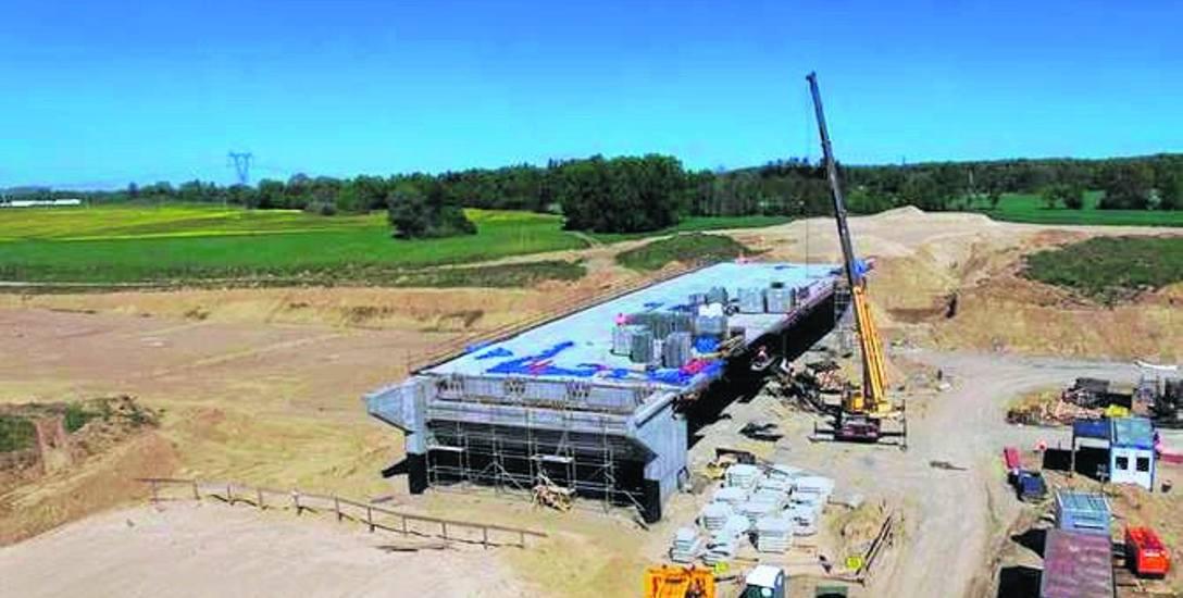 Trwa budowa S6 (obwodnica Koszalin - Sianów) w Karnieszewicach; wciąż nie ma oficjalnego stanowiska, co do terminu zakończenia