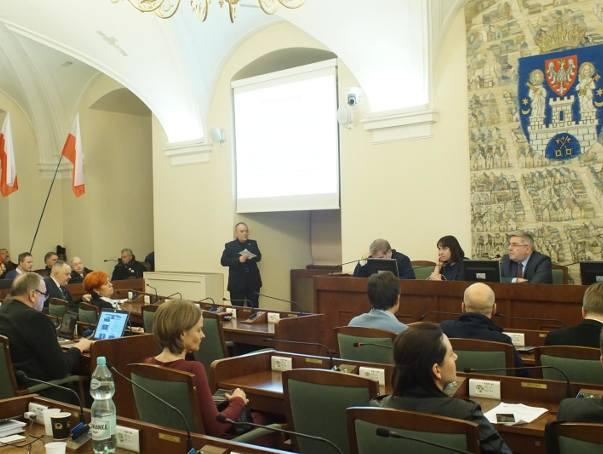 Jak wynika z zestawień uczestnictwa radnych na głosowaniach podczas sesji Rady Miasta Poznania w latach 2014-2018 (do 5 września) oraz nieobecności na
