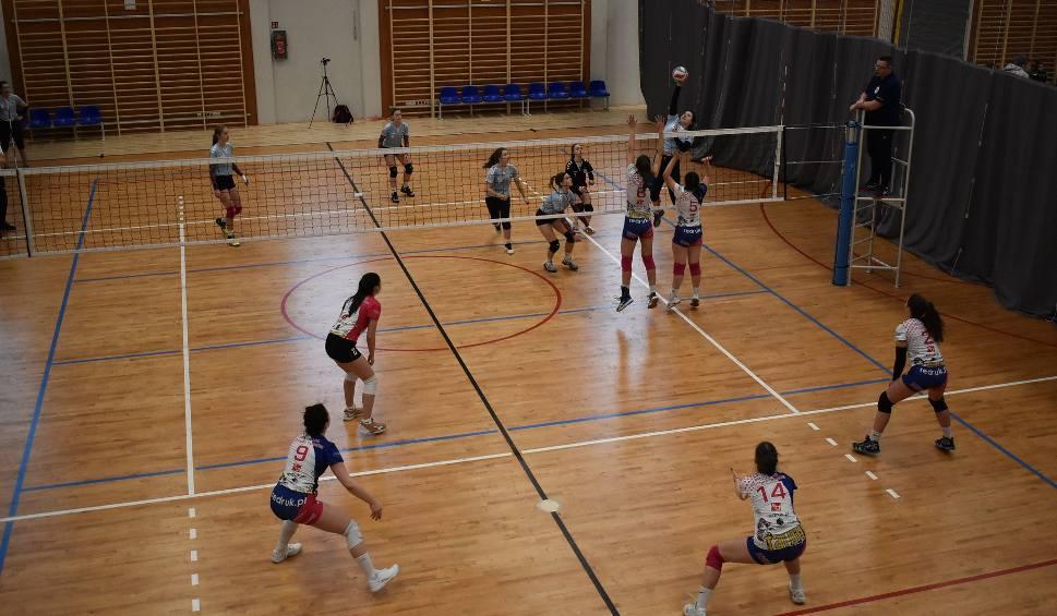 Film do artykułu: Młode siatkarki rywalizowały w turnieju noworocznym w Kielcach [DUŻO ZDJĘĆ]