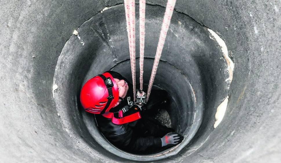 Film do artykułu: Sudół. 80-letnia kobieta wpadła do 10-metrowej studni! Nie żyje