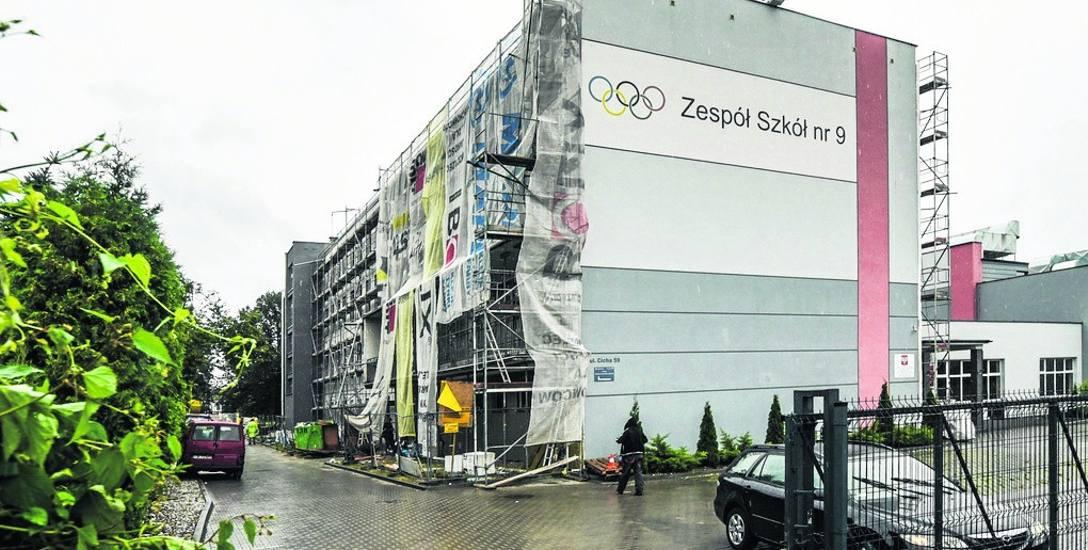 Budynek Zespołu Szkół nr 9 przy ul. Cichej w Bydgoszczy został ocieplony. Odnowiono też jego elewację.