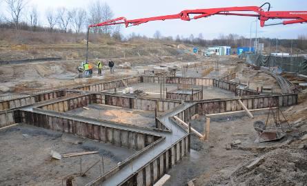 Na terenie przyszłego cmentarza praca wre. Pierwsze pochówki mają się odbyć na przełomie 2018 i 2019 roku. Spopielarnia jest już gotowa, ma zacząć działalność