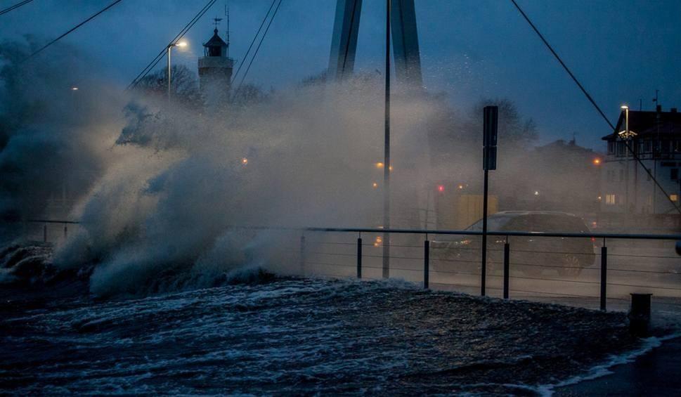 Film do artykułu: Ostrzeżenie dla regionu. Uwaga na silny wiatr [wideo, kamerki, mapy]