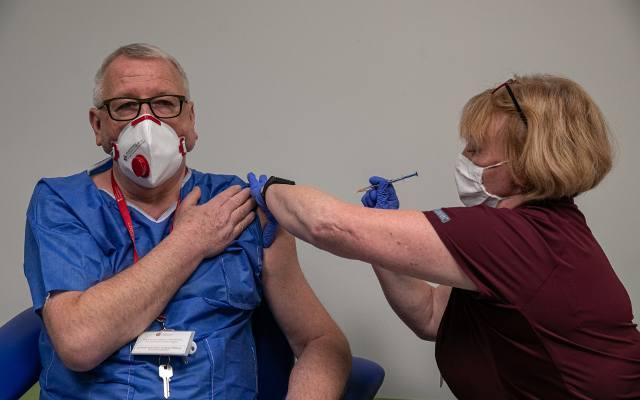 Szczepienia w Polsce. W piątek 22 stycznia rusza rejestracja osób powyżej 70 roku życia. Ich szczepienia zaczną się w poniedziałek