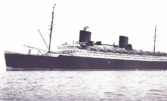 SS Bremerhaven miał 122 metry długości i 16 metrów szerokości