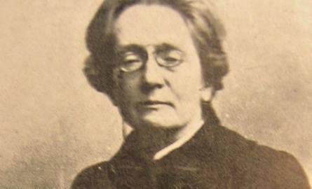 Maria Dulębianka nigdy nie wyszła za mąż. Badacze powszechnie uznają, że swą karierę poświęciła Konopnickiej.