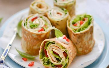 Śniadaniowe rollsy z omleta [PRZEPIS]