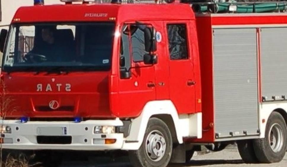 Film do artykułu: Podtopienia w powiecie szydłowieckim. Strażacy ratują dwa domy