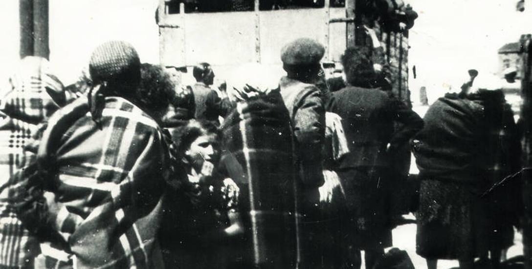 Od 11 do 18 sierpnia 1942 roku mieszkańców bełchatowskiego getta ciężarówkami wywieziono z miasta. W sumie prawie 6 tys. osób