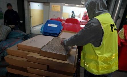 5 ton tytoniu i ponad 120 tys. sztuk papierosów trafiło do pieca. Wszystko odbywało się pod eskortą policjantów z Komendy Wojewódzkiej Policji w Bydgoszczy.-