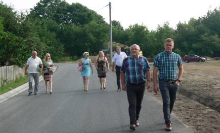 Tarnobrzescy urzędnicy i wykonawca odebrali w piątek rano zmodernizowaną ulicę Borów. Remont ulicy wywalczyli mieszkańcy w ramach Budżetu Obywatelskiego