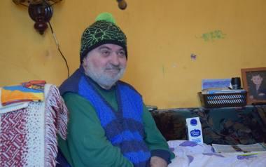 Chłód w mieszkaniu długo dokuczał Zbigniewowi Jaworowskiemu i jego dziś nieżyjącej już małżonce. Dogrzewanie lokum spowodowało zadłużenie, które do dziś