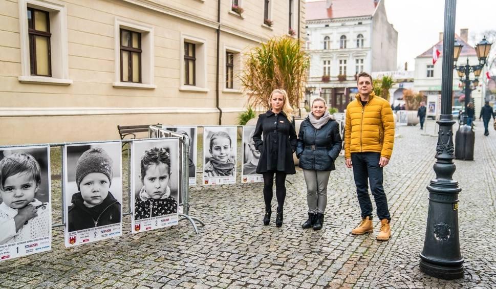 Film do artykułu: 100 twarzy Świebodzina na 100-lecie odzyskania niepodległości. Wyjątkowa wystawa na rynku