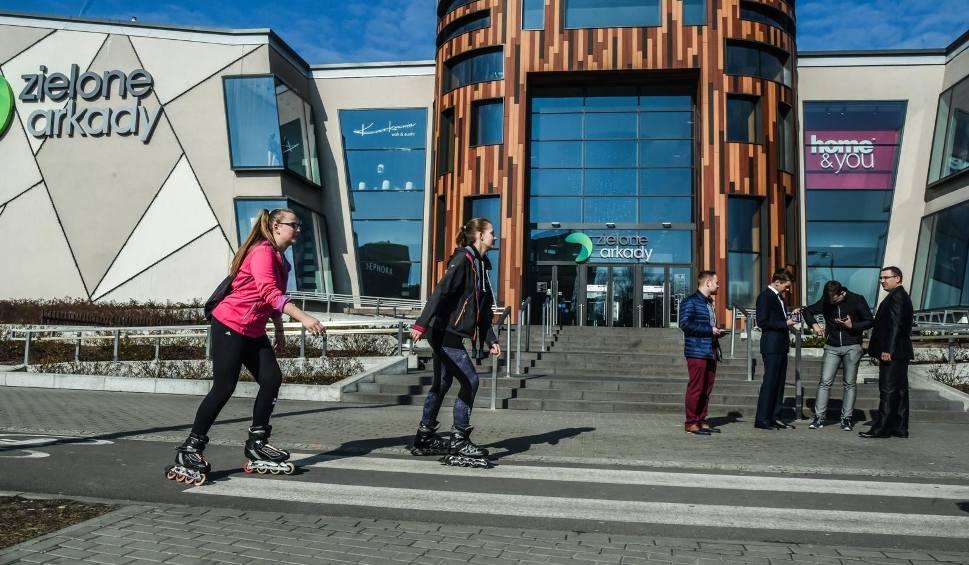 Film do artykułu: W Zielonych Arkadach w Bydgoszczy będzie nowy sklep! Towar będzie można zamawiać tylko za pomocą dotykowych wyświetlaczy