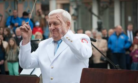 Stanisław Słowiński kierował Grodziską Orkiestrą Dętą od 1978 roku. Wychował dwa pokolenia muzyków. Był człowiekiem-instytucją. Pod jego batutą orkiestra