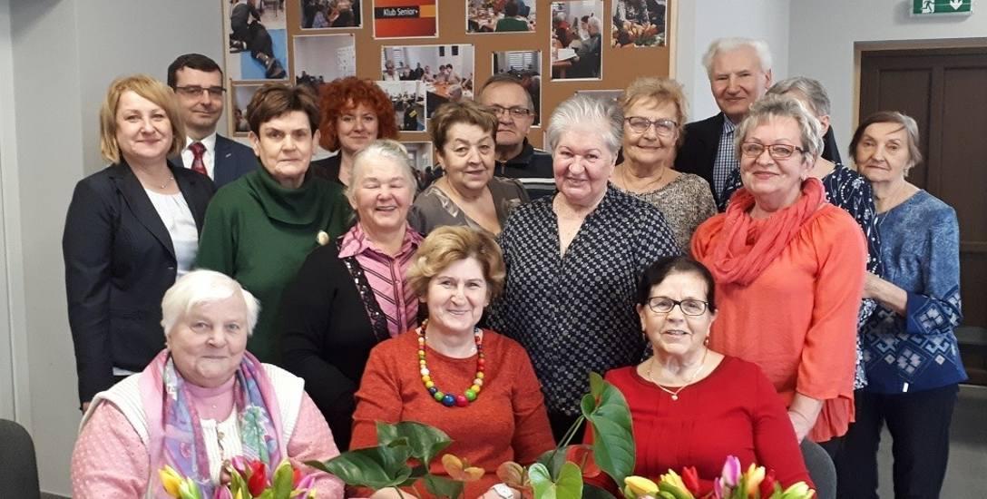 Klub Senior+ w Szlichtyngowej, spotkanie z okazji Dnia Kobiet z burmistrz Jolantą Wielgus i zastępcą Błażejem Rajmanem. Do klubu należą, zarówno panie,