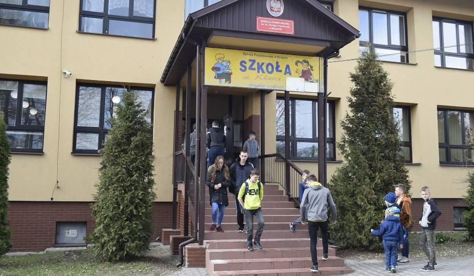 Film do artykułu: Afera w szkole w Krajnie. Szkolna intendentka wyniosła dokumenty?
