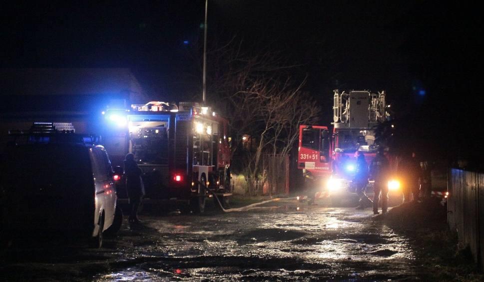 Film do artykułu: Pożar w Radomiu. Zapalił się dach domu jednorodzinnego przy ulicy Gajowej