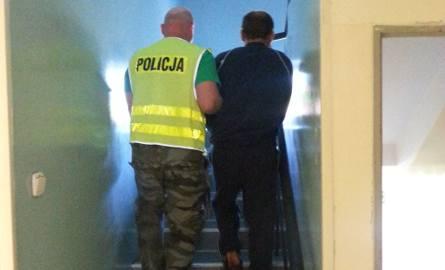 Rozbój na dworcu PKS w Łowiczu. Pobili i okradli podróżnego