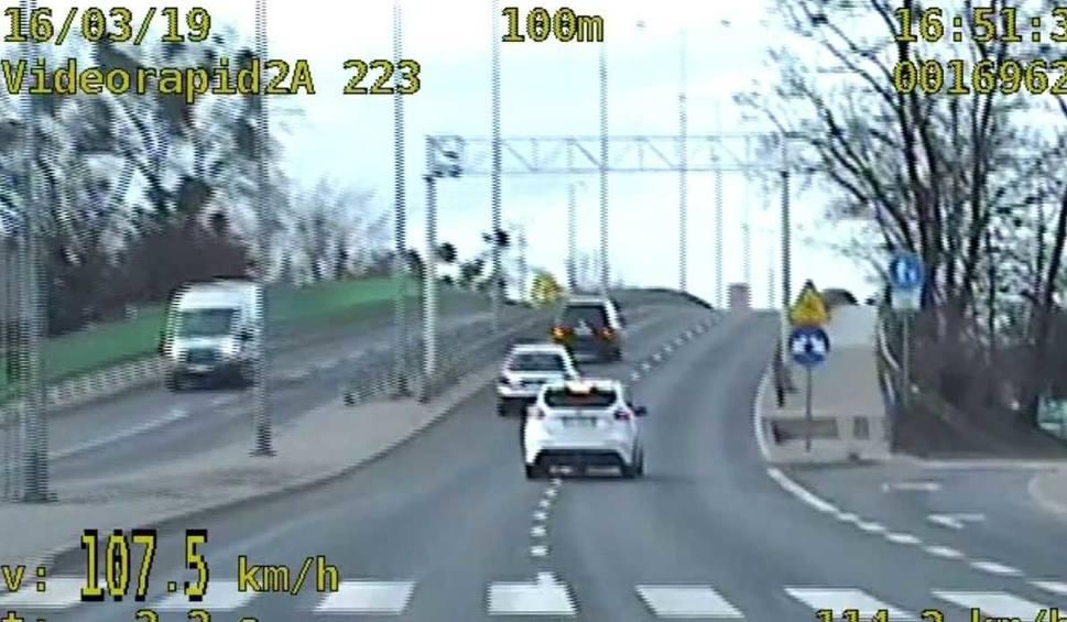 Film do artykułu: Pędził ponad 100 km/h przez Grudziądz. Policjanci z drogówki zatrzymali kierowcę [wideo - 23.03.2019]