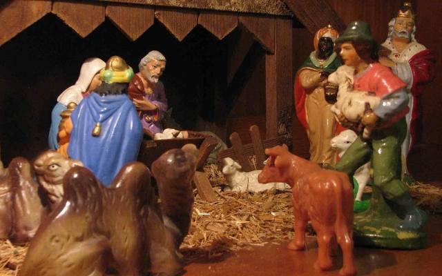 W obecnych czasach mamy wiele możliwości aranżacji stajenki, w której narodził się Jezus – można kupić gotową lub poświęcić trochę czasu i wykonać taką