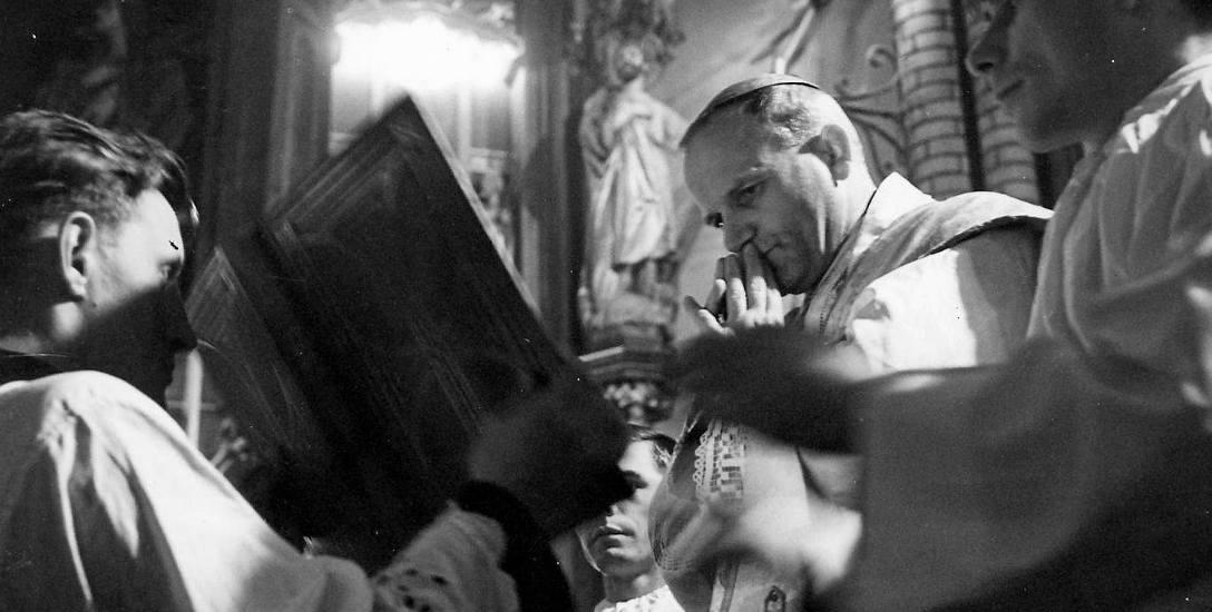 Metropolita krakowski podczas celebracji mszy