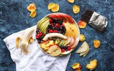 Zdrowa dieta nie powinna wykluczać żadnej grupy produktów spożywczych, z wyjątkiem słodyczy i przekąsek.