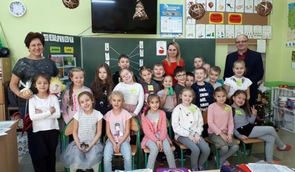 Film do artykułu: Nietypowe lekcje w Szkole Podstawowej numer 2 w Pińczowie z okazji Dnia Babci i Dziadka [ZDJĘCIA]