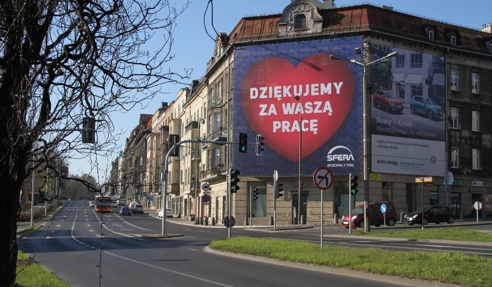 Film do artykułu: Ogromny billboard w Bielsku-Białej: to podziękowania dla tych, którzy ciężko pracują