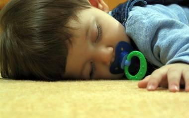Coraz młodsze dzieci cierpią na bezsenność. Jak im pomóc?