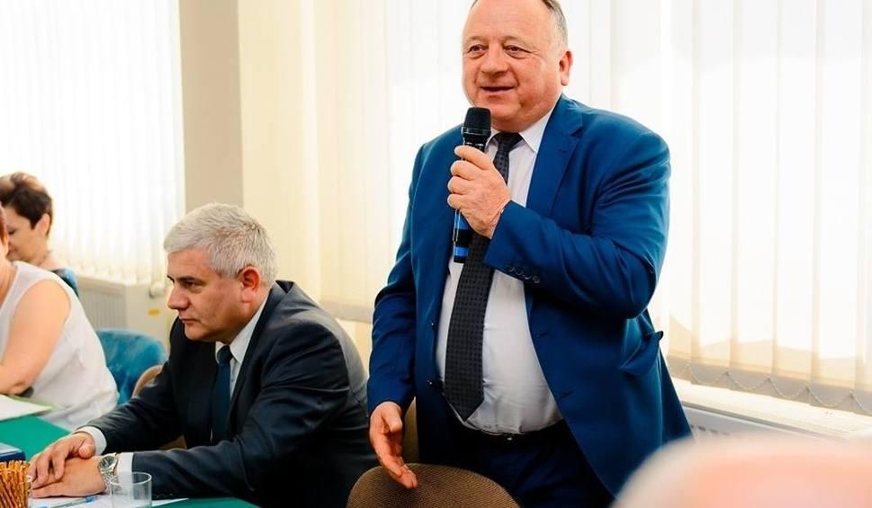 Film do artykułu: Wójt Szymon Kołacz zaprzysiężony. Przewodniczącym rady Radosław Smalera. Zobacz transmisję z pierwszej sesji Rady Gminy w Łoniowie
