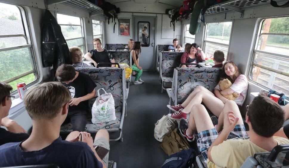 Film do artykułu: PolAndRock 2018 (Woodstock). POLREGIO uruchomiło pociągi na festiwal PolAndRock. Ruszyła sprzedaż biletów. Sprawdź ROZKŁAD JAZDY