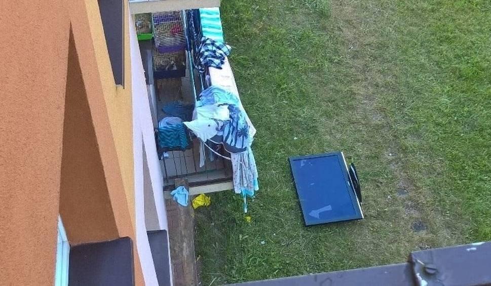 Film do artykułu: Telewizory leciały przez okna. Kibice wyładowali złość po meczu Polski
