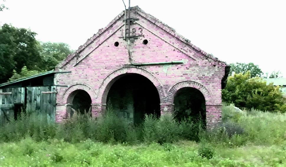Film do artykułu: Polska Szwajcaria w ruinie. Rulewo - kwitnący pałac z parkiem obok rozpadających się gorzelni, kuźni, obór i stajni