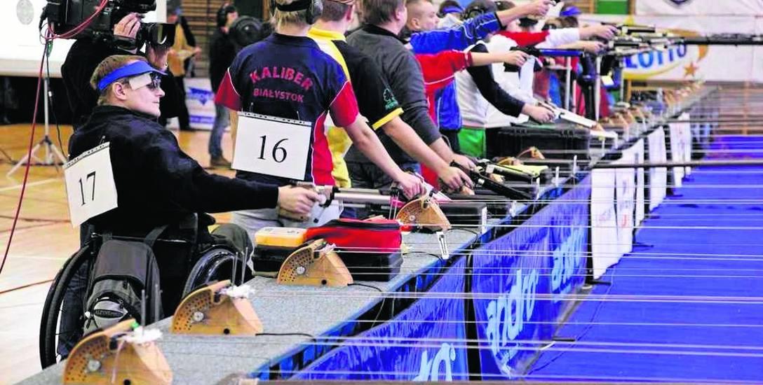 W superfinale rywalizują razem strzelcy specjalizujący się w karabinie i pistolecie