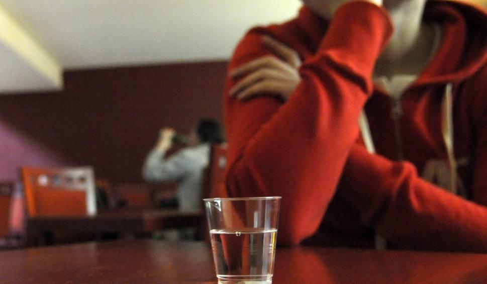 Film do artykułu: Jak długo się trzeźwieje? Kiedy po wypiciu alkoholu można kierować autem? Alkotest i wirtualne alkomaty Ile trawi się alkohol 4.12.2019