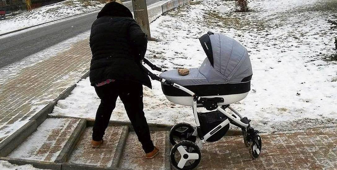 Matki wybierające się z dziećmi w wózku na spacer często napotykają przeszkody w postaci schodów
