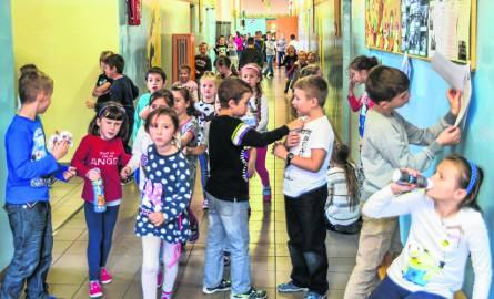 Po reformie część szkół podstawowych ma problem: zbyt mało pomieszczeń, zbyt dużo uczniów
