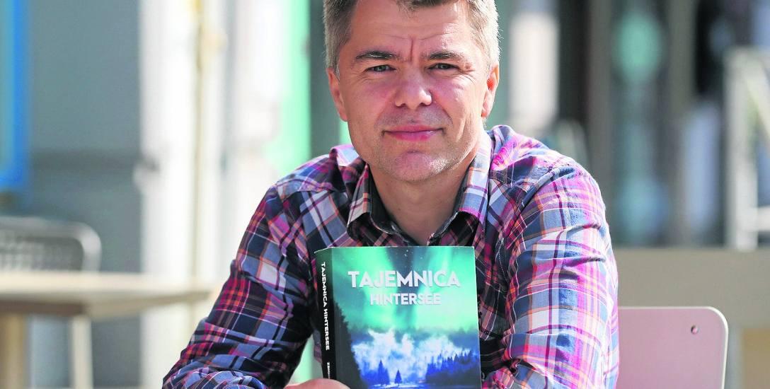 Zbigniew Pankiewicz - dziennikarz, wykładowca akademicki i trener biznesu. Teraz debiutuje jako autor powieści