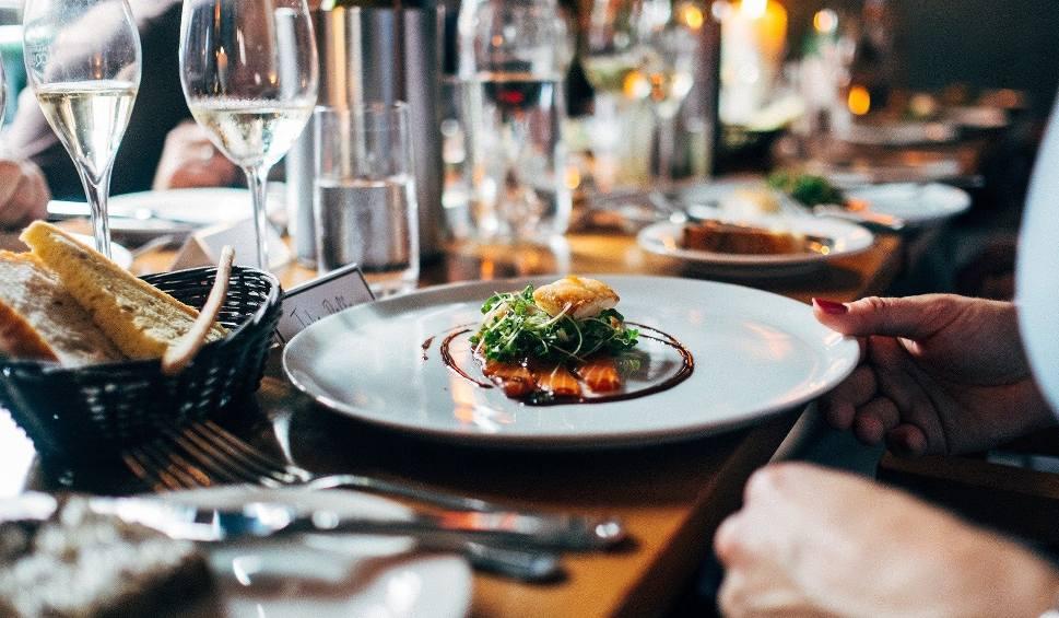 Film do artykułu: Restauracje w dobie koronawirusa. Kiedy zostaną otwarte ponownie? Data