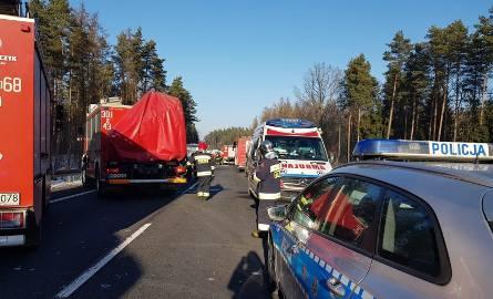 Kabikiejmy. Tragiczny wypadek pod Olsztynem. Trzy osoby nie żyją