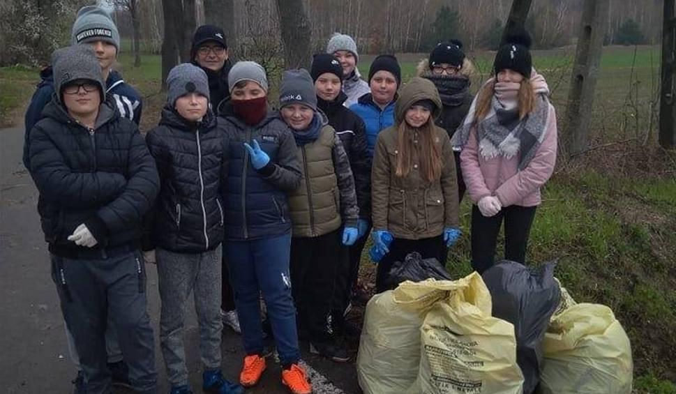 Film do artykułu: Wielkie sprzątanie w gminie Jastrzębia. Mieszkańcy zebrali tony śmieci