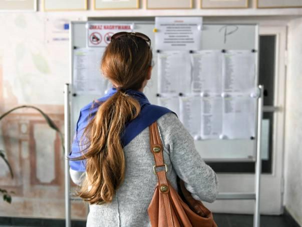 25 lipca zostaną wywieszone listy kandydatów przyjętych i nieprzyjętych. Po tym będzie wiadomo, ile realnie wolnych miejsc w szkołach.