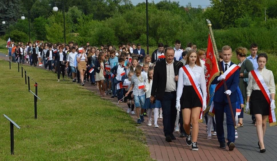 Film do artykułu: Młodzież ze Stadnickiej woli uczciła swych patronów. W czwartek odbyło się szkolne święto [ZDJĘCIA]