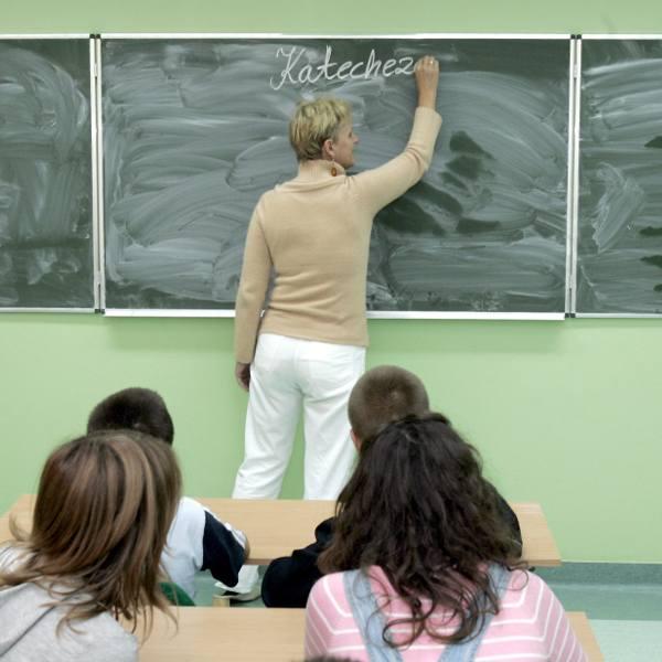 Udział w lekcjach religii nie jest obowiązkowy. Zależy od woli rodziców lub pełnoletnich uczniów, którzy z początkiem roku szkolnego deklarują na piśmie