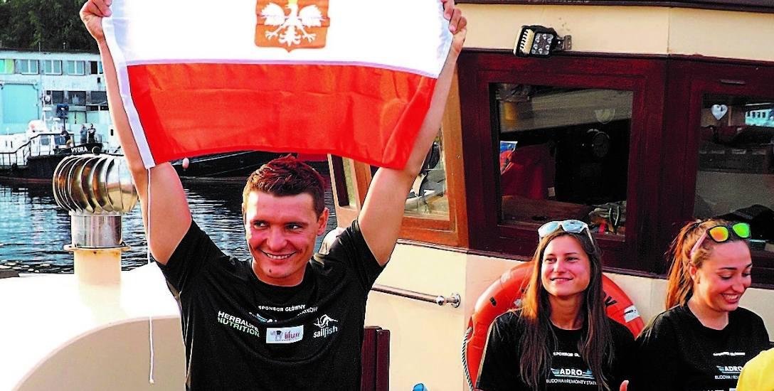 Sebastian Karaś wrócił do kołobrzeskiego portu wczoraj tuż przed godz. 19. Tym razem już na pokładzie łodzi  James Cook, która asekurowała go przez całą