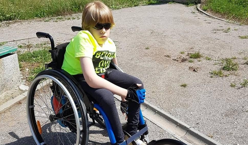 Film do artykułu: Niepełnosprawny Wojtek z Kielc otrzymał pomoc - korzysta już ze sprzętu zakupionego po naszej akcji!