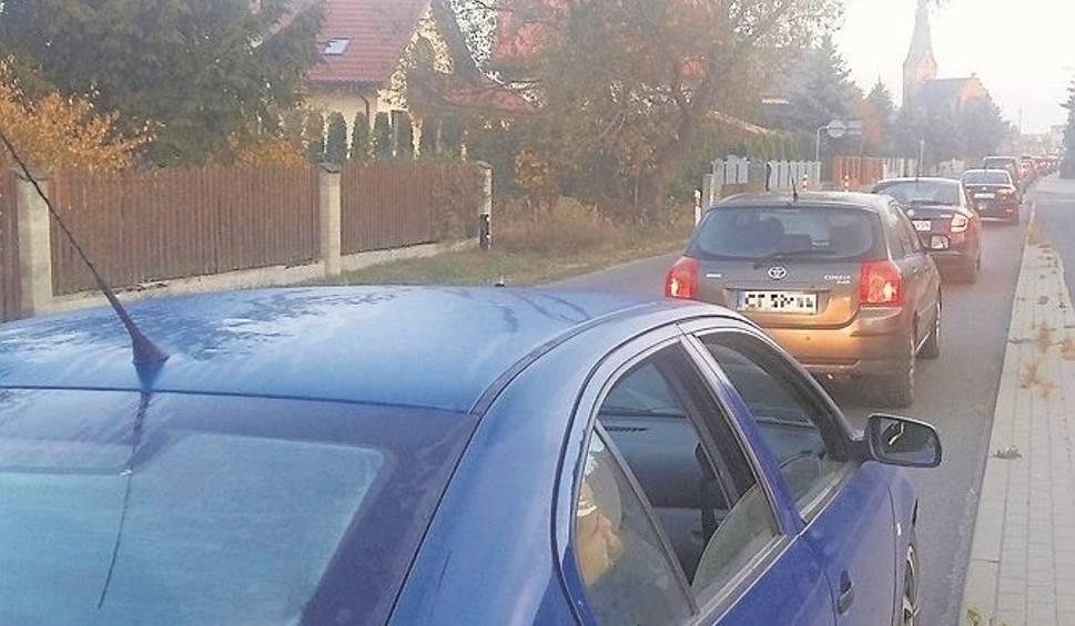 Film do artykułu: Drogowy koszmar kierowców zaczyna się każdego poranka już w Złotorii